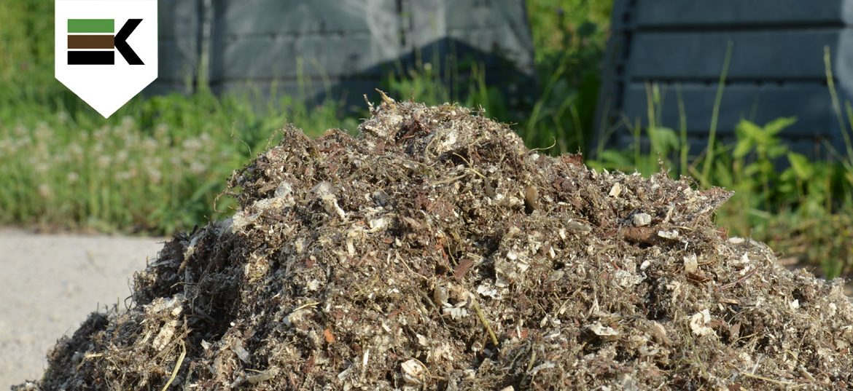 Podstielka uhlíkatý materiál Kompostujme