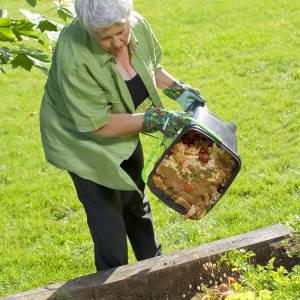 Bokashi hnojivo patrí napríklad do záhradky alebo záhradného kompostéru.