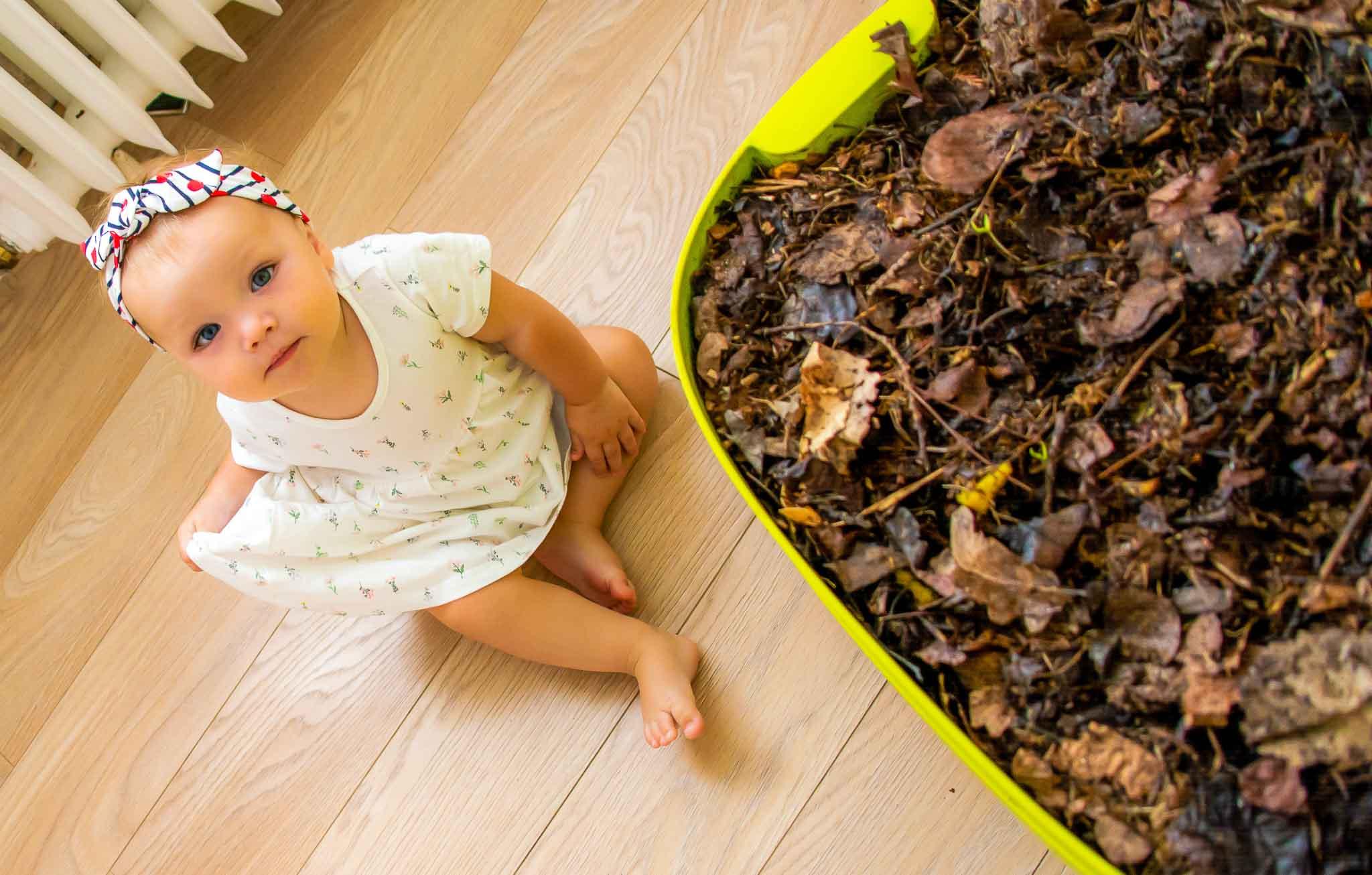 bytový kompostér a dieťa