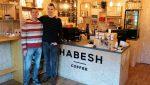 Martin a Michal v Habesh Coffee na Vlčincoch