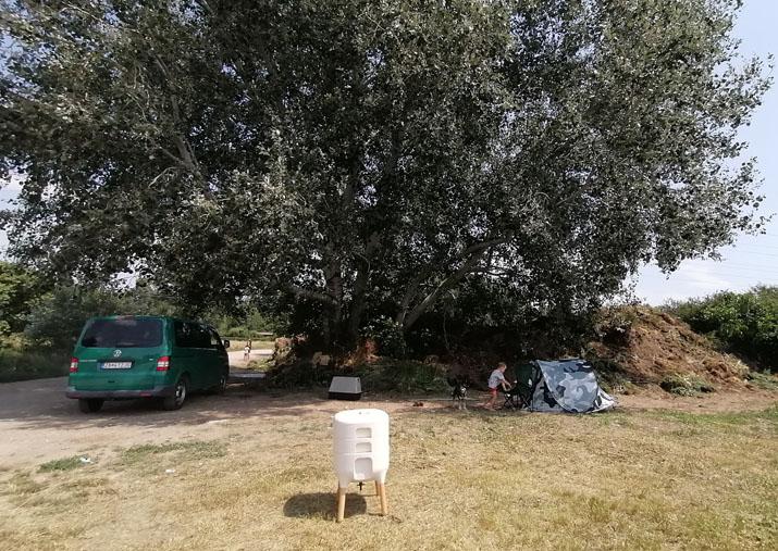 Nelegálna skládka bioodpadov a vermikompostér Urbalive