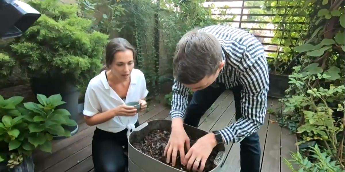 Pozrite si video ako Viktor kompostuje